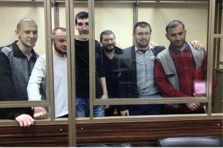 Российский прокурор просит почти сто лет колонии для шести крымских мусульман