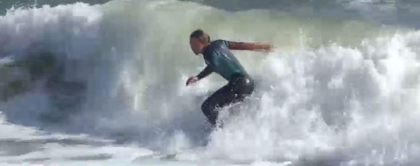 В Одесі у майже штормову погоду серфінгісти осідлали триметрові хвилі