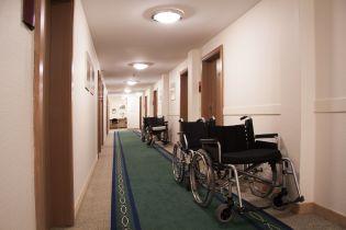 Дев'ятирічна британка похизувалася стійкою на руках і залишилася паралізованою