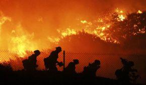 У Каліфорнії терміново евакуйовують 100 тисяч людей через масштабні лісові пожежі