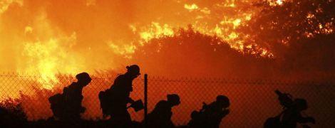В Калифорнии срочно эвакуируют 100 тысяч человек из-за масштабных лесных пожаров