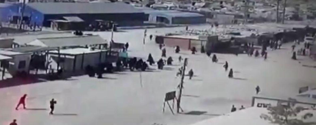 """Турецький наступ: члени родин бойовиків """"ІДІЛ"""" намагалися втекти з табору на території курдів у Сирії"""