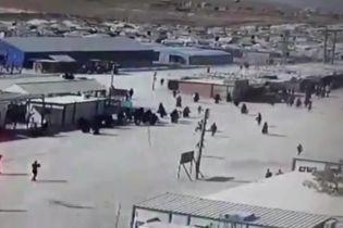 """Турецкое наступление: члены семей боевиков """"ИГИЛ"""" пытались сбежать из лагеря на территории курдов в Сирии"""