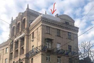 """В одном из зданий на Майдане в Киеве """"растет"""" дополнительный этаж"""