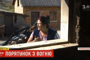 Героическая соседка: на Тернопольщине женщина вытащила трех детей из охваченного огнем дома