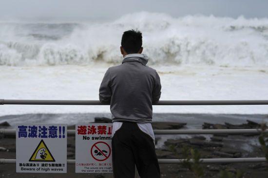 Жертвами тайфуну в Японії стало двоє людей, 7 мільйонів осіб змушені евакуюватися