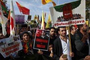 В Европе тысячи людей протестуют против наступления Турции в Сирии