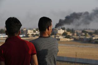"""Наступление Турции. На севере Сирии связанные с """"ИГ"""" джихадисты устроили массовый побег из лагеря"""