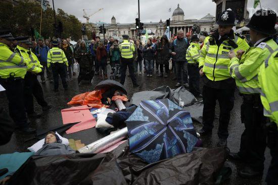 У Лондоні під час мітингу проти змін клімату заарештували принцесу Бельгії. Її тримали під вартою майже п'ять годин
