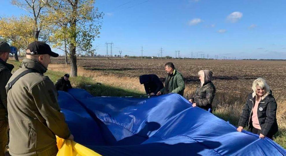 В бік окупованого Донецька запустили 25-метровий прапор України
