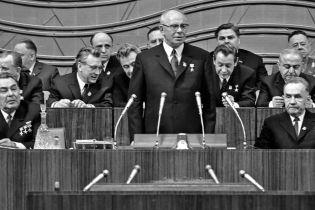 55 років тому тріумвірат на чолі з Брежнєвим скинув Хрущова. Як це було (в архівних фото)