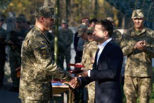 Президент на Донеччині нагородив бійців ООС та присвоїв почесні найменування бригадам