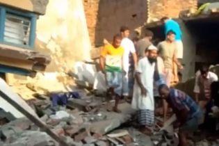 12 человек погибли в Индии во время обвала домов