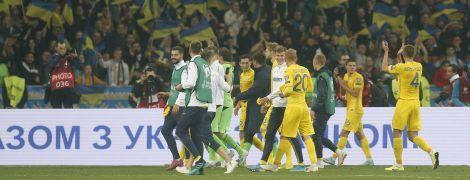 """Единение с болельщиками. Как сборная со стадионом скандировала """"Украина"""""""