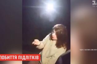 В Запорожье шайка подростков на камеру жестоко избила двух девушек – одна из них госпитализирована