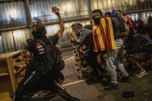 Десятки людей пострадали, аэропорты заблокированы: последствия массовых беспорядков в Каталонии