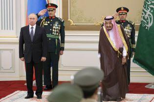 В Саудовской Аравии оркестр исковеркал гимн РФ – Путин стоял с каменным лицом