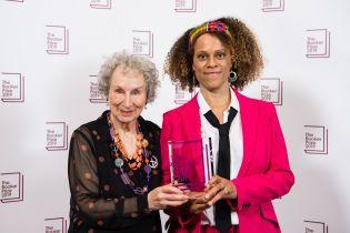 Лауреатами международной Букеровской премии 2019 стали сразу две писательницы