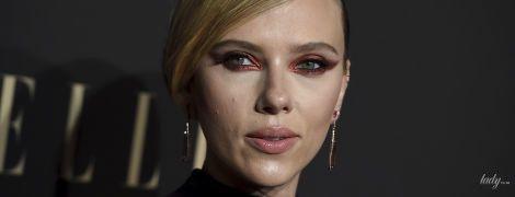 С огненными стрелками: Скарлетт Йоханссон напугала гостей церемонии необычным макияжем