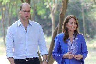 Кейт Миддлтон в ярком восточном наряде с принцем Уильямом начали свой тур по Пакистану