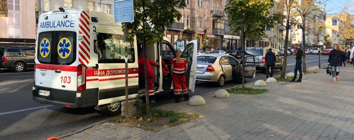 В Киеве во время поездки в такси умер мужчина