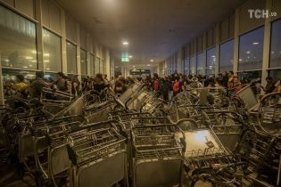 В Барселоне разблокировали аэропорт, который был парализован протестами