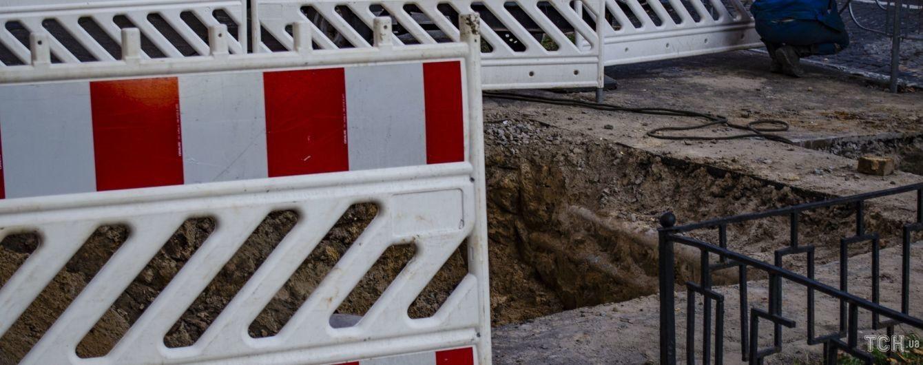 В Киеве на водопроводе произошла авария - перекрыто движение по проспекту