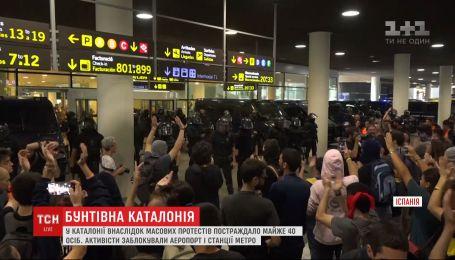 Аеропорт Барселони оговтується від масових заворушень