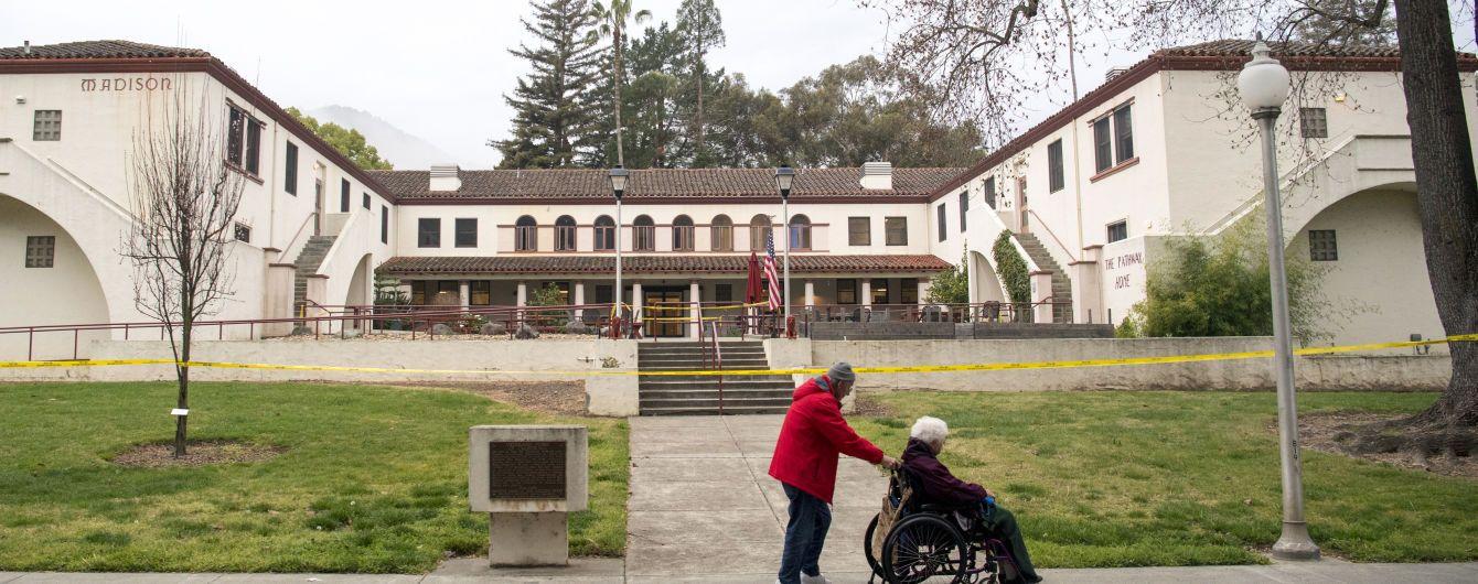 У Колумбії 81-річна бабця перевозила в інвалідному візку 17 кг кокаїну