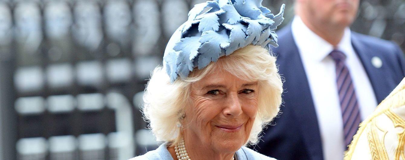 В голубом пальто и шляпе-таблетке: герцогиня Корнуольская на праздничном мероприятии