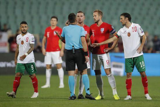 Прем'єр-міністр Болгарії закликав главу федерації футболу подати у відставку через расизм на матчі Болгарія - Англія