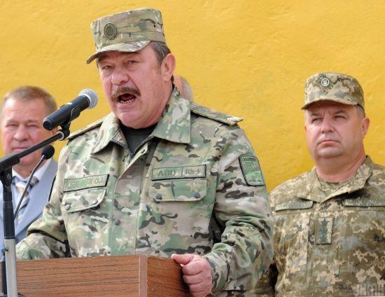 Зеленський звільнив з військової служби ексміністра оборони Кузьмука