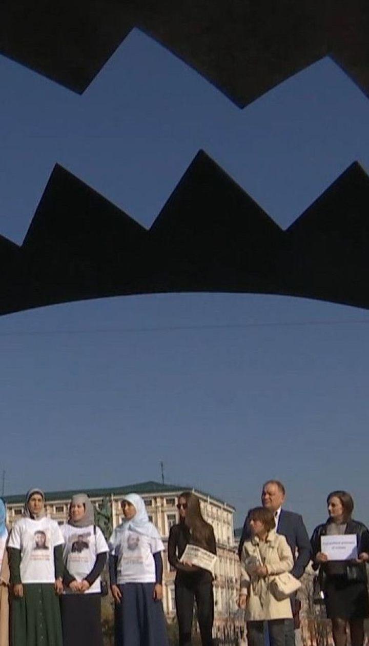 Капканы на Софийской площади: в Киеве привлекали внимание к все еще пленных Россией украинцах