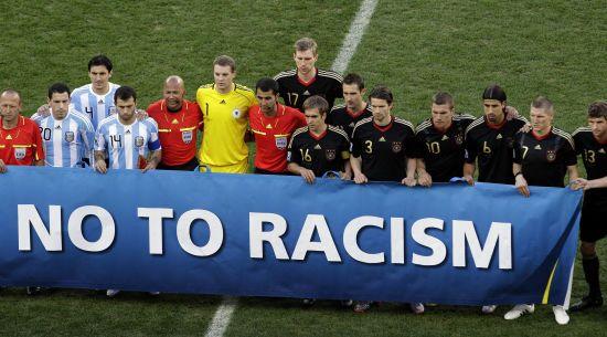 Боротьба з расизмом. У ФІФА пропонують довічно забороняти порушникам ходити на всі стадіони світу
