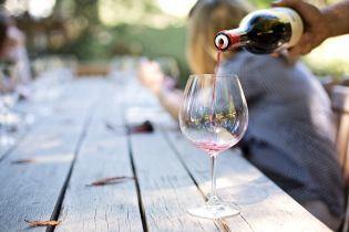 Странный привкус вина стал для британки сигналом о болезни сердца