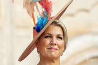 В эффектной шляпе с перьями: королева Максима с мужем посетила мавзолей в Индии