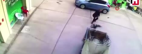"""""""Обезумевший"""" мотоцикл устроил двойную аварию в Турции. Видео"""