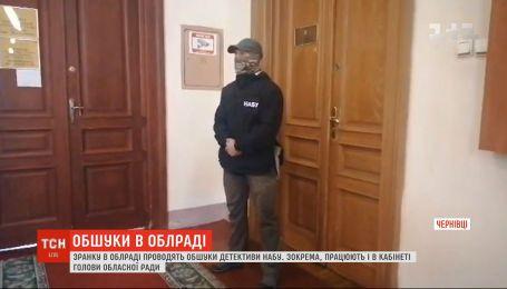 Детективы НАБУ проводят обыски в Черновицком областном совете