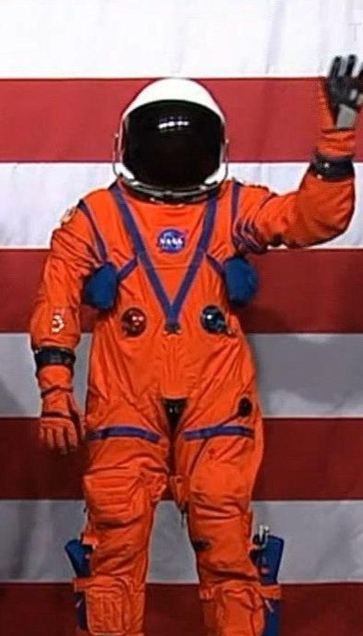 NASA показала космічний костюм, у якому астронавти відправляться на Місяць у 2024 році