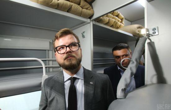 Українці стали частіше купувати квитки через інтернет - Кравцов