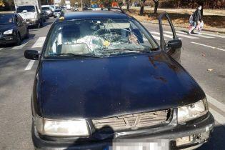 В Харькове автомобиль наехал на женщину с двумя детьми