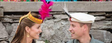 Веселые и улыбчивые: Кембриджи встретились с жителями Гималаев