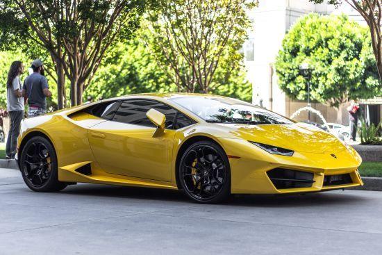 Австралійський підліток вкрав машину і врізався на ній в Lamborghini