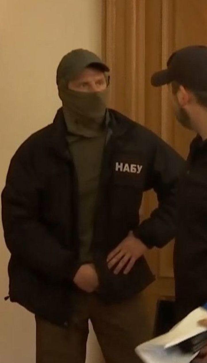 У Чернівецькій обласній раді слідчі НАБУ обшукують кабінети чиновників