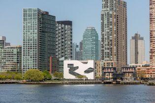 В Нью-Йорке открыли публичную библиотеку Hunters Point после 18 лет реконструкции