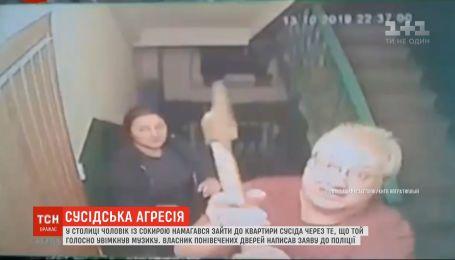 Из-за громкой музыки мужчина наведался в квартиру соседа с топором в руках
