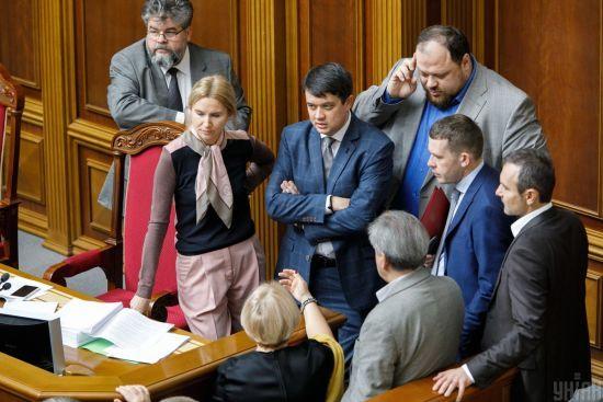 Депутати запровадили фінансові санкції проти себе: кого зміни обурили, а кому - до вподоби
