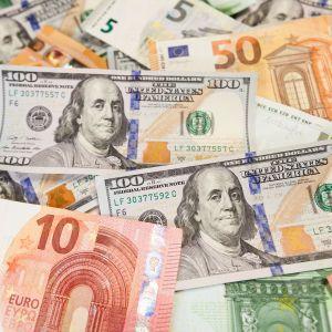 Доллар подешевел, а евро подорожал. Курсы валют Нацбанка на понедельник