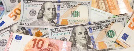 Долар здешевшав, а євро здорожчав. Курси валют Нацбанку на понеділок