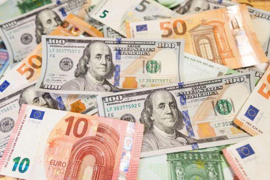 Долар і євро знову здорожчають: курси валют Нацбанку на четвер